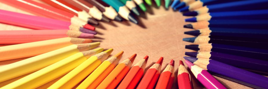 crayons-heart-love-art-colors